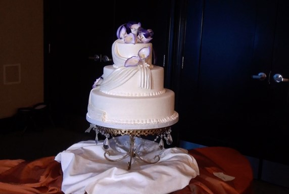 FREE Wedding Cake Turntable with Our Deluxe Wedding DJ/MC Package