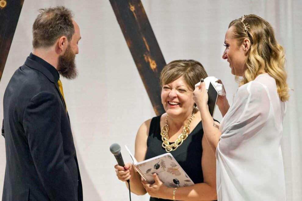 how to find the right wedding officiant, 7