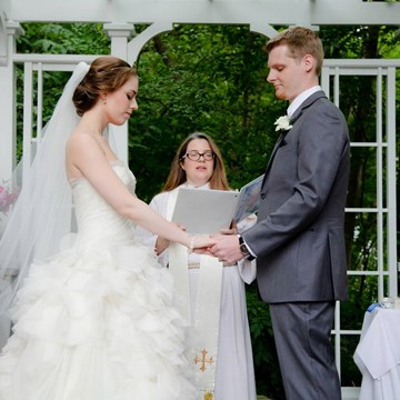 How to Choose The Right Wedding Officiant