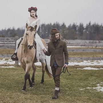 A Winter Canadiana Woodland Inspired Styled Shoot at HollyOaks Farm
