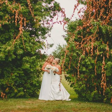 The Laurens' Whimsical Wedding at Fields on West Lake