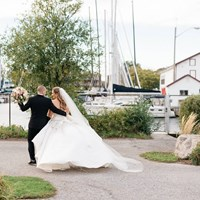 Hayley and Zack's Elegant Wedding at Queen's Landing