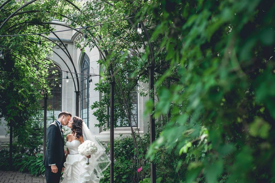 Laura And Tomas All White Wedding In The Glass Pavilion At Casa Loma