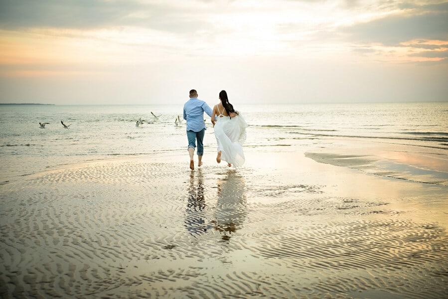 toronto photographers share romantic engagement shots, 19