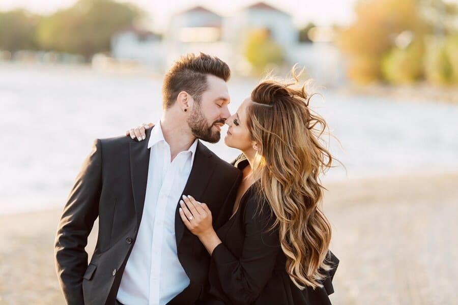 toronto photographers share romantic engagement shots, 18