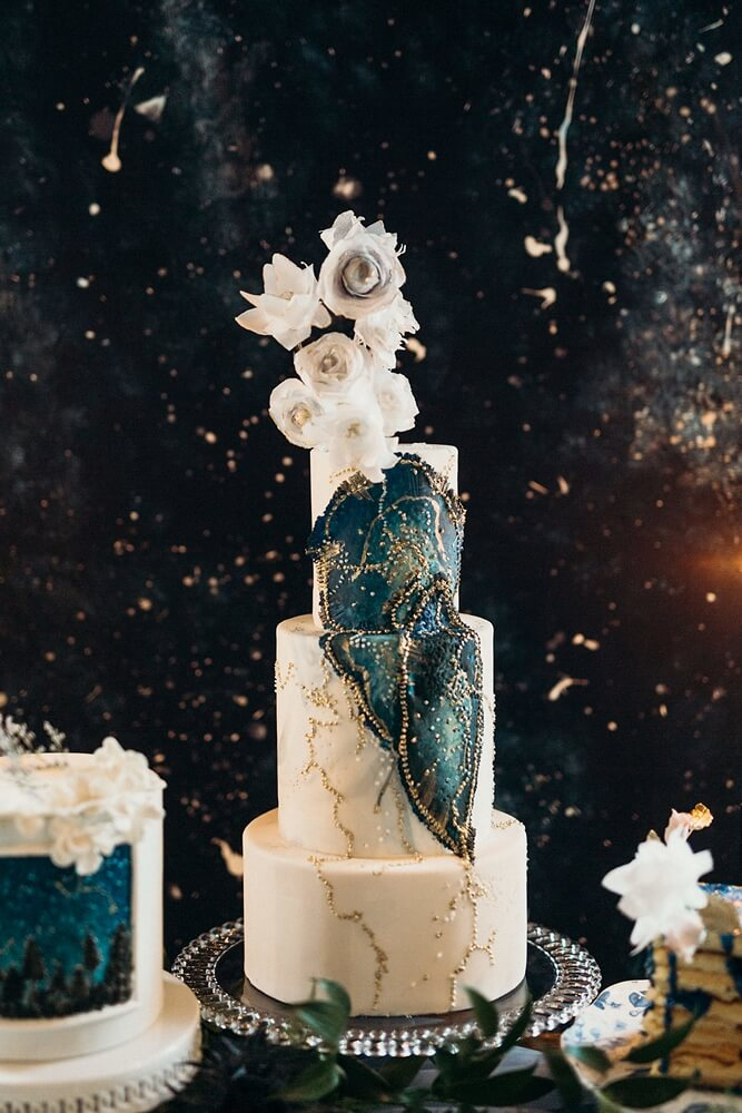 styled shoot celestial love in the city, 37