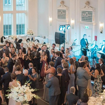 5 Ways to Make Your Large Wedding Celebration Feel Intimate