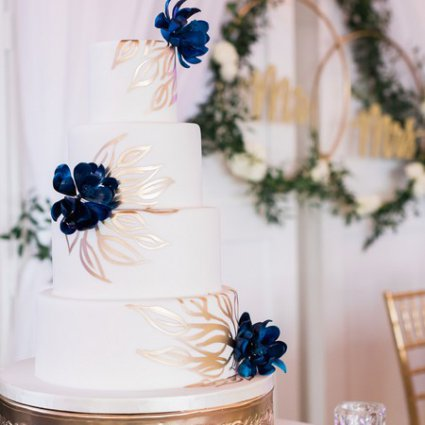 Patricia's Cake Creations featured in Caitlin and Steven's Fall Wedding at Credit Valley Golf Course