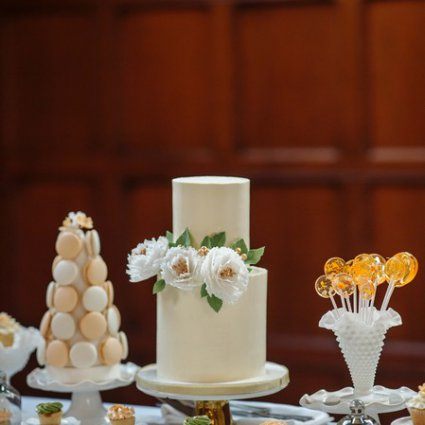 """M Cake Design featured in Shelby and Sean Say """"I Do"""" at Toronto's Stunning Hart House"""