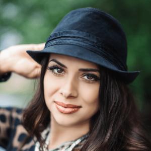 Roxy Zapala