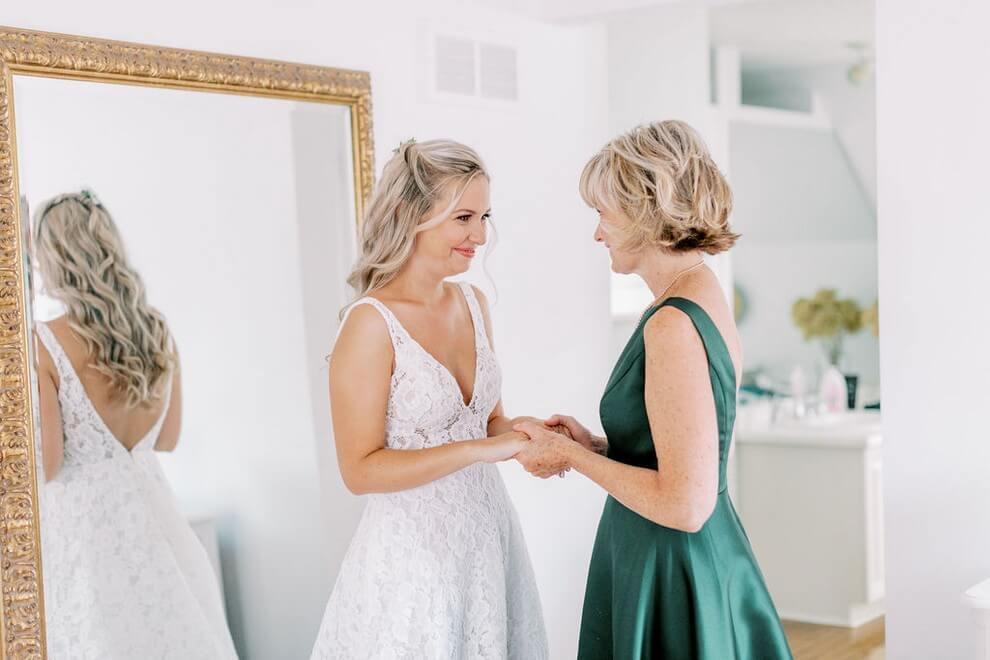 Wedding at Madsen's Banquet Hall, Newmarket, Ontario, Elizabeth In Love, 6