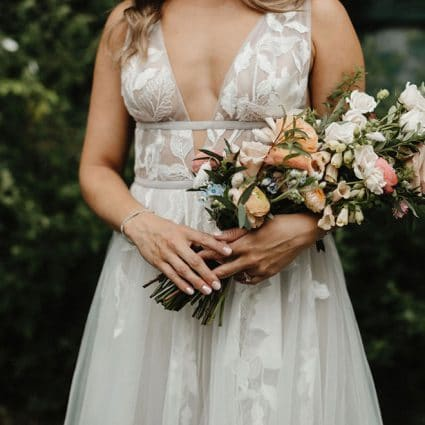 BLUUMBLVD Floral & Events featured in 8 Floral Trends You Need to Know About for Intimate Weddings …