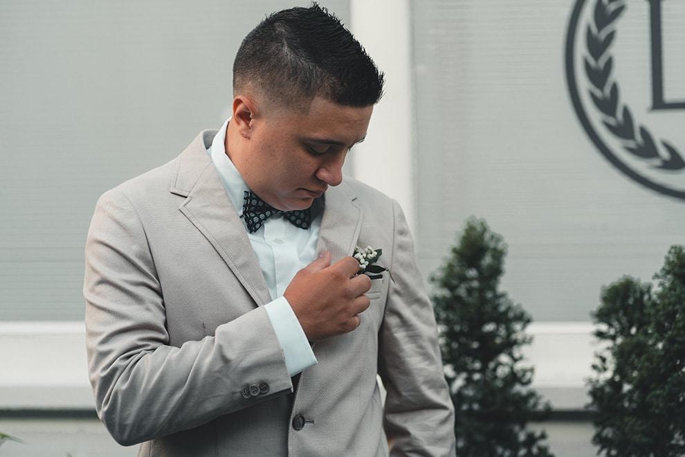 5 ways to enjoy flying solo at a wedding, 1