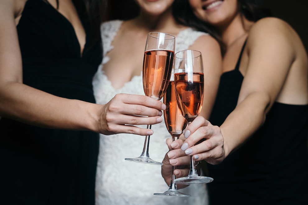 5 ways to enjoy flying solo at a wedding, 4