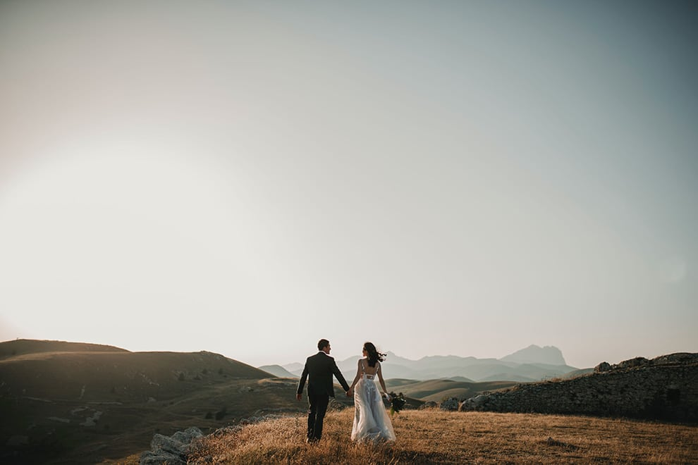 10 Wedding Photo Poses That You'll Need For Your Upcoming Wedding!