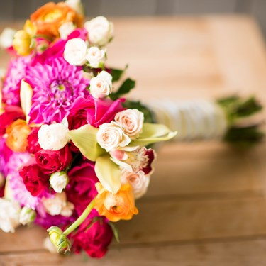 Get a FREE bridal bouquet when booking decor