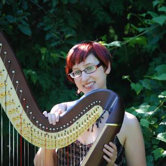 Liane James, harpist